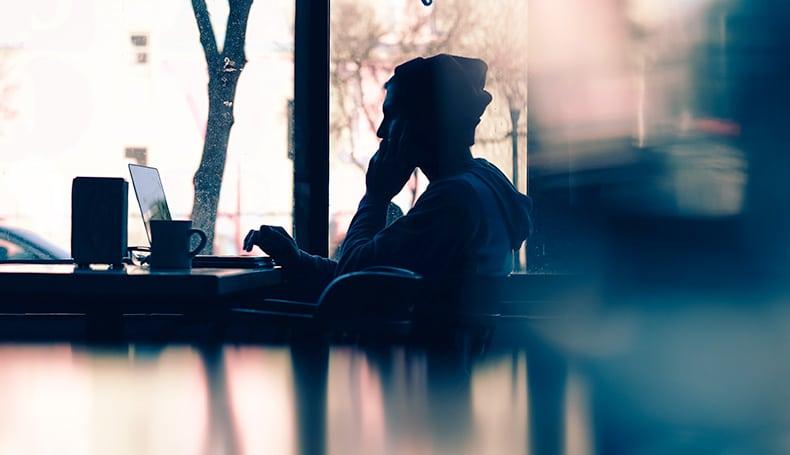 Mindless Eating: I Rischi Di Mangiare Guardando Televisione E Smartphone